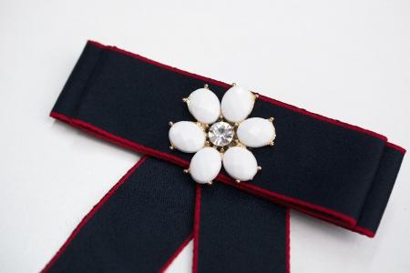 BROSZKA BOW WHITE FLOWER